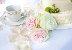 Hochzeitstischdeko aus Rosen