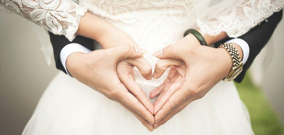 Danksagungen an die Gäste - Hochzeitspaar Hände