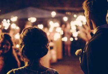 Gäste einer Hochzeitsfeier