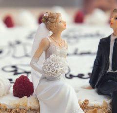 Hochzeitstorte mit Brautpaar Figuren