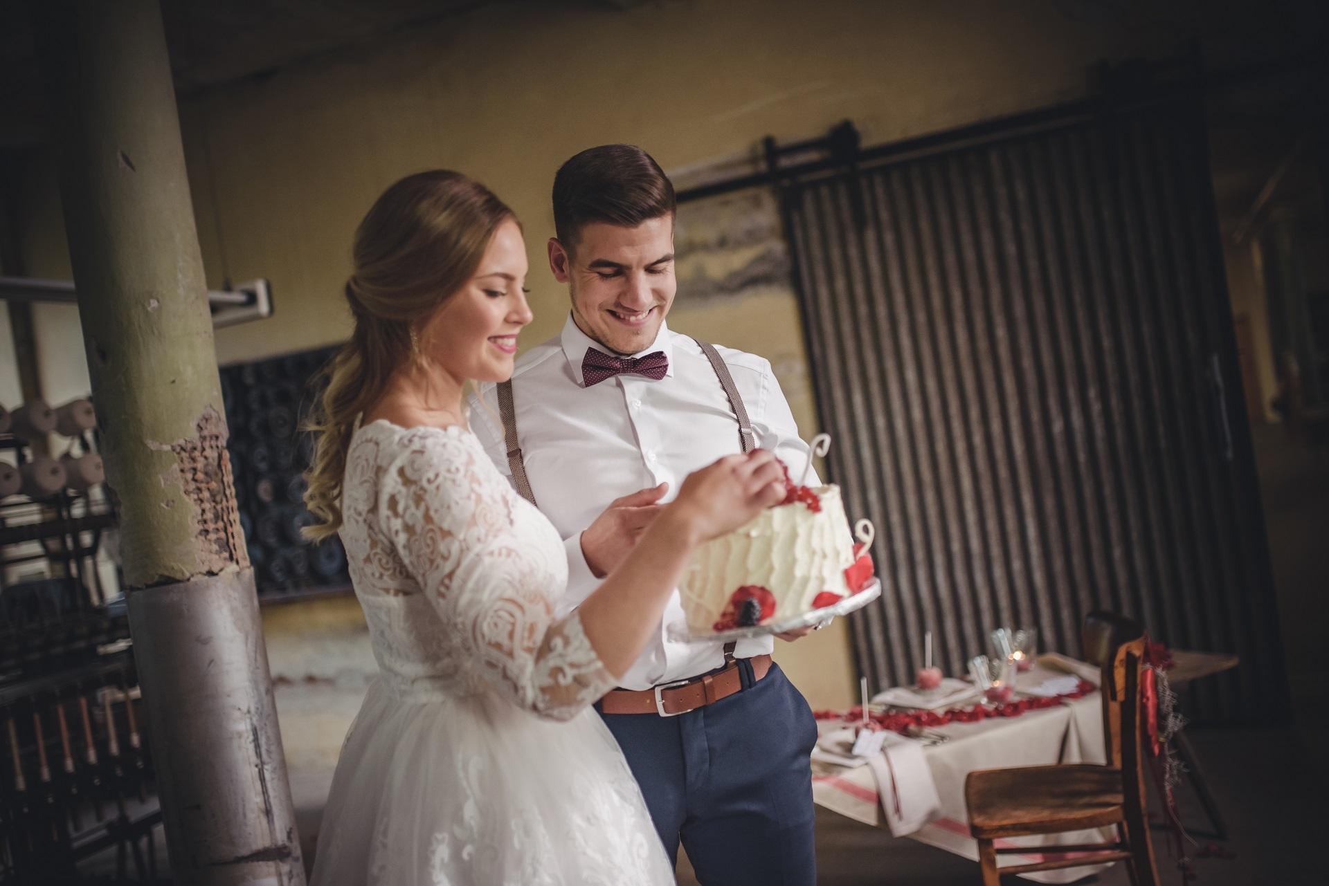 Kleine schicke Hochzeitstorte