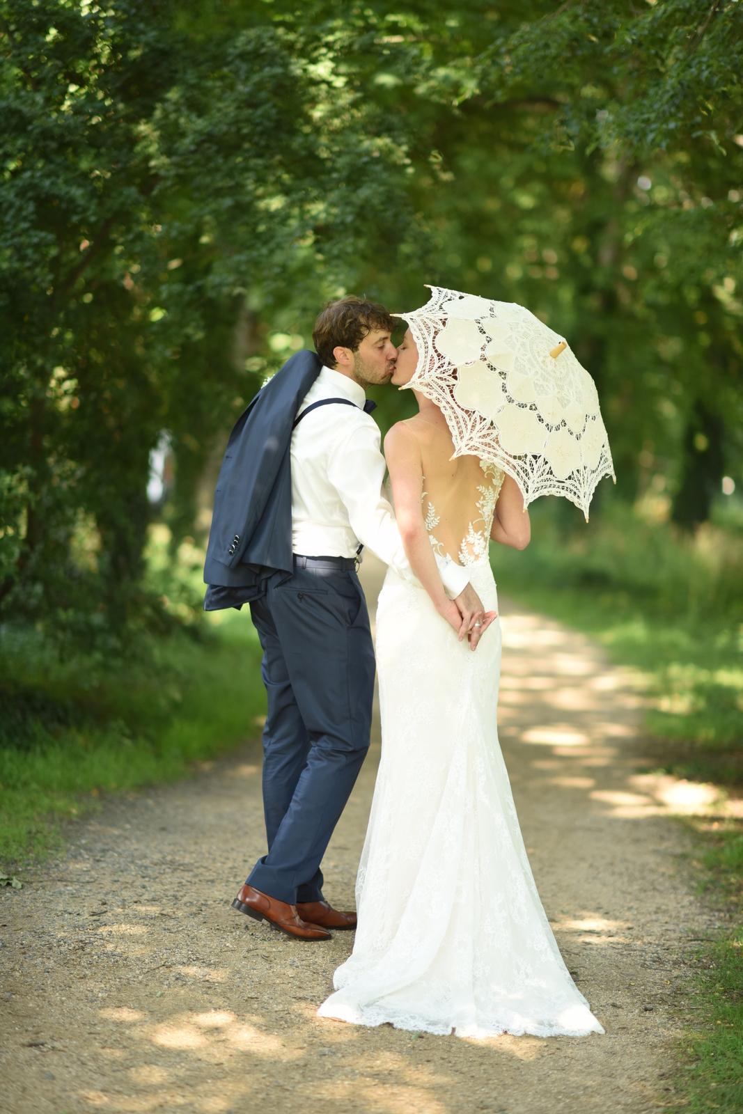 Romantische Hochzeit an einem Sommertag